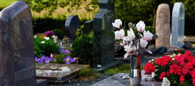 graves 3683272_1280
